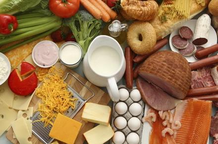 52184c1a42217c На продовольчих ринках Житомирської області у лютому 2013 р. ціни на продукти  харчування та безалкогольні напої знизились на 0,3%.