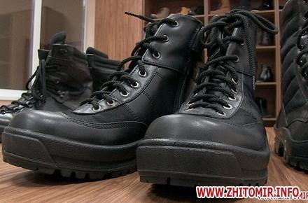 Сучасні зимові берці випустила у продаж українська промислова компанія  «Крок». На підприємстві розповідають  за пошиття військового взуття  взялися b63fa1e933d44