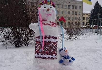 2017 01 14ditku sni w440 h290 - На майдані Корольова у Житомирі відбувся сімейний конкурс на кращого сніговика
