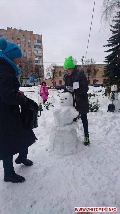 ditku snigoviki 1 - На майдані Корольова у Житомирі відбувся сімейний конкурс на кращого сніговика