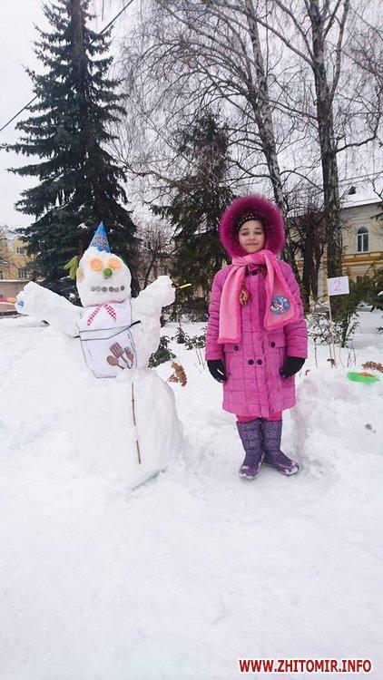 ditku snigoviki 2 - На майдані Корольова у Житомирі відбувся сімейний конкурс на кращого сніговика