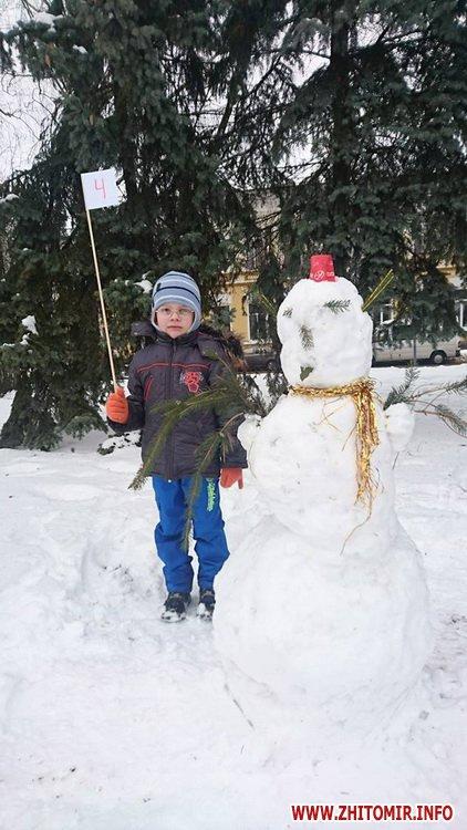 ditku snigoviki 3 - На майдані Корольова у Житомирі відбувся сімейний конкурс на кращого сніговика