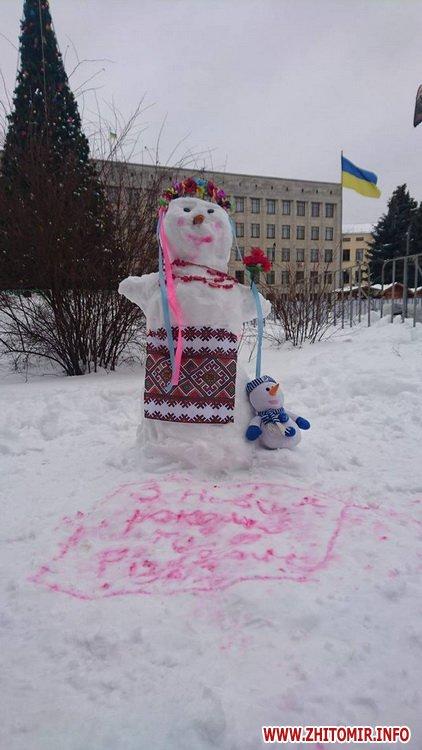 ditku snigoviki 4 - На майдані Корольова у Житомирі відбувся сімейний конкурс на кращого сніговика