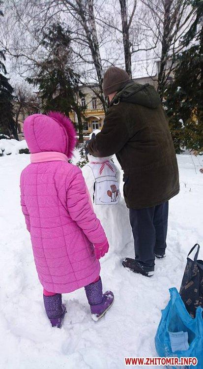 snigoviki 2 - На майдані Корольова у Житомирі відбувся сімейний конкурс на кращого сніговика