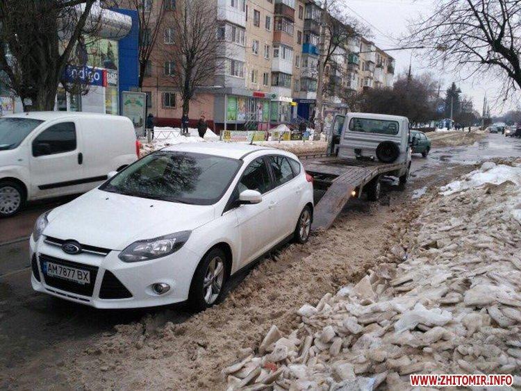 ford pe 4 - У Житомирі неправильно припаркований Ford зупинив рух трамваїв