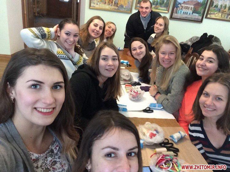 YD motanka 1 - В Українському домі у Житомирі вивчали таїнство виготовлення ляльок-мотанок