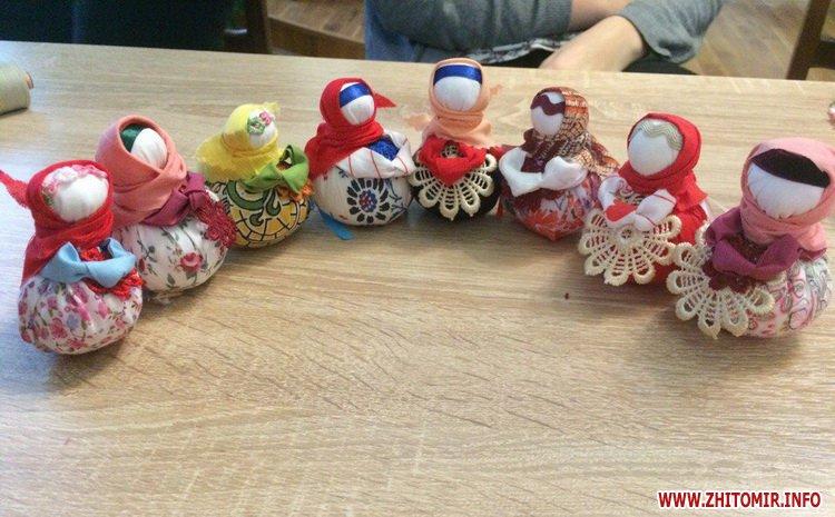YD motanka 3 - В Українському домі у Житомирі вивчали таїнство виготовлення ляльок-мотанок