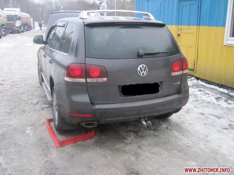 volk avto 1 - Житомирські прикордонники виявили Volkswagen, який рахується викраденим за базою Інтерполу