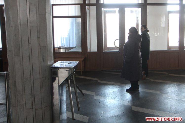 dekom foje 04 - «Декомунізація» в фойє Житомирської облради та ОДА