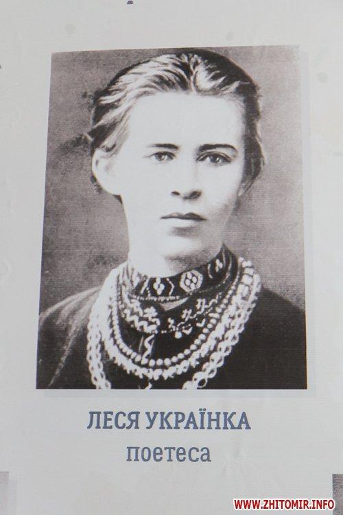 dekom foje 09 - «Декомунізація» в фойє Житомирської облради та ОДА