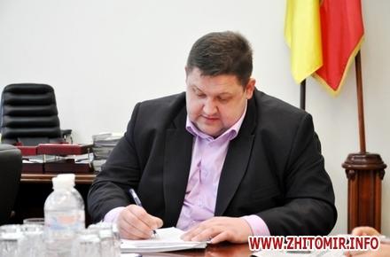 2017 01 20gyndich podpisal w440 h290 - Перші «таємні» розпорядження голови Житомирської ОДА
