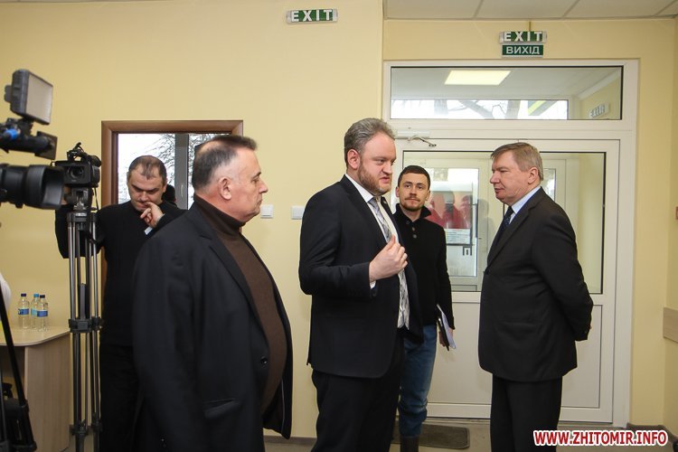 sypryn zhitomir 01 - У Житомирі чиновники показували Уляні Супрун та її заступнику амбулаторію і поліклініку. Фоторепортаж