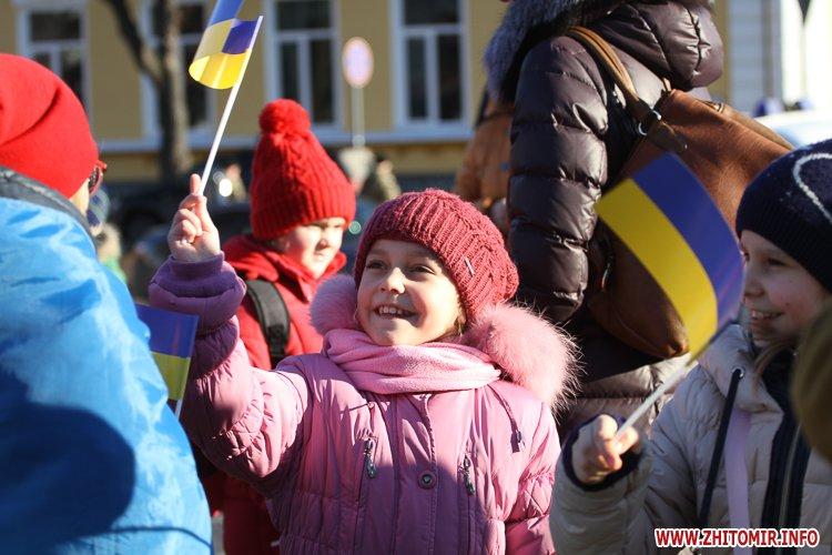 devochka200117 - «Ланцюг єдності» у Житомирі з державними прапорами та військовим оркестром. Фоторепортаж
