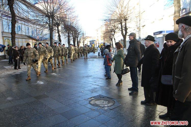 lancyg 200117 14 - «Ланцюг єдності» у Житомирі з державними прапорами та військовим оркестром. Фоторепортаж