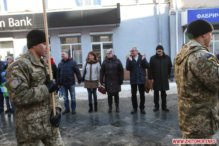 lancyg 200117 31 - «Ланцюг єдності» у Житомирі з державними прапорами та військовим оркестром. Фоторепортаж