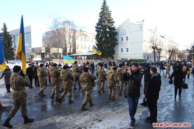 lancyg 200117 36 - «Ланцюг єдності» у Житомирі з державними прапорами та військовим оркестром. Фоторепортаж