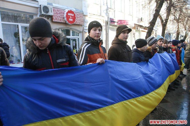 lancyg 200117 39 - «Ланцюг єдності» у Житомирі з державними прапорами та військовим оркестром. Фоторепортаж