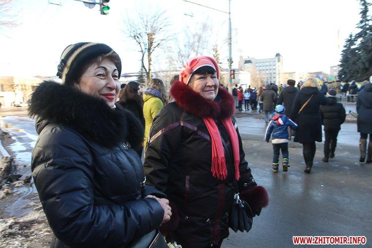 lancyg 200117 48 - «Ланцюг єдності» у Житомирі з державними прапорами та військовим оркестром. Фоторепортаж