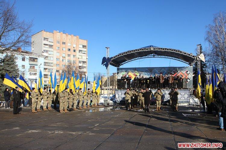 lancyg 200117 54 - «Ланцюг єдності» у Житомирі з державними прапорами та військовим оркестром. Фоторепортаж