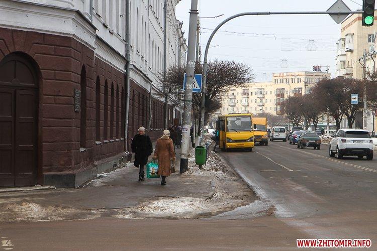 aztod 1 - Слизькі та неприбрані зупинки громадського транспорту в Житомирі. Фоторепортаж