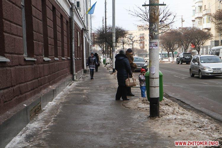 aztod 2 - Слизькі та неприбрані зупинки громадського транспорту в Житомирі. Фоторепортаж
