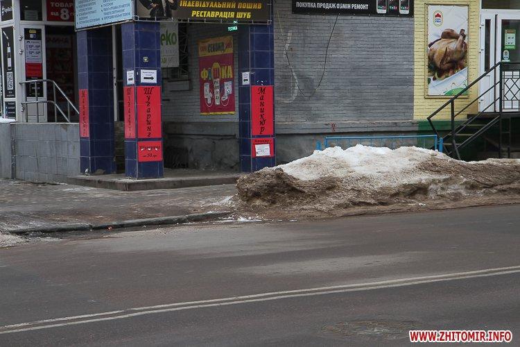 chErn 2 - Слизькі та неприбрані зупинки громадського транспорту в Житомирі. Фоторепортаж
