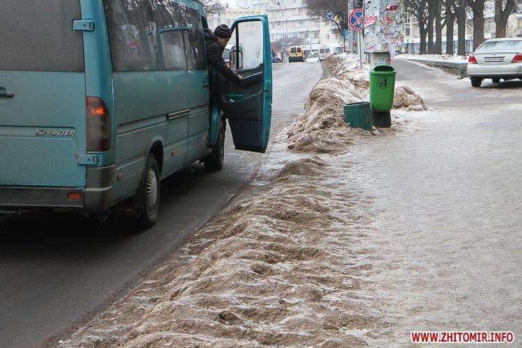 chErn 3 - Слизькі та неприбрані зупинки громадського транспорту в Житомирі. Фоторепортаж