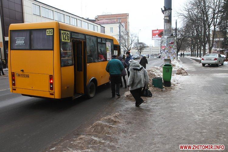 chErn 4 - Слизькі та неприбрані зупинки громадського транспорту в Житомирі. Фоторепортаж