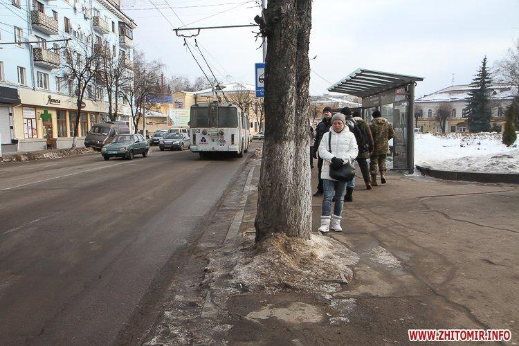 m Ruda 1 - Слизькі та неприбрані зупинки громадського транспорту в Житомирі. Фоторепортаж