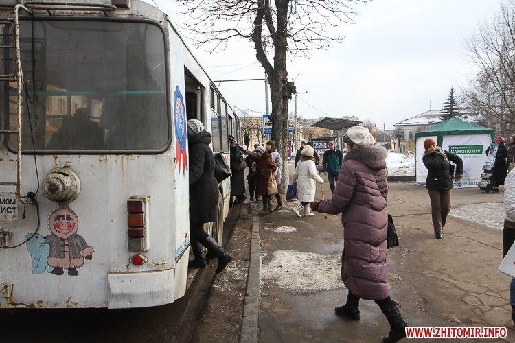 m Ruda 2 - Слизькі та неприбрані зупинки громадського транспорту в Житомирі. Фоторепортаж