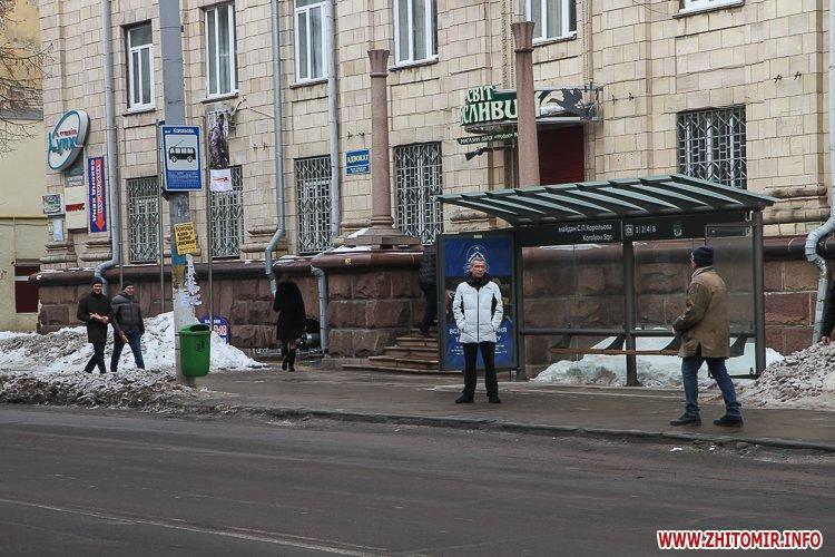 m Ruda 6 - Слизькі та неприбрані зупинки громадського транспорту в Житомирі. Фоторепортаж