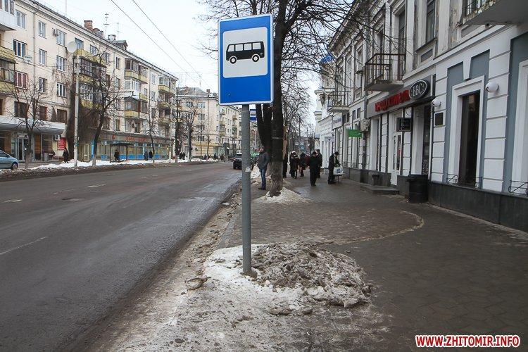 mehAl 2 - Слизькі та неприбрані зупинки громадського транспорту в Житомирі. Фоторепортаж