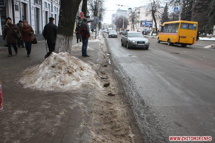 mehAl 4 - Слизькі та неприбрані зупинки громадського транспорту в Житомирі. Фоторепортаж