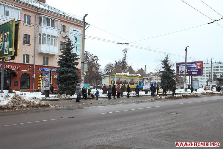 mol moda 02 - Слизькі та неприбрані зупинки громадського транспорту в Житомирі. Фоторепортаж