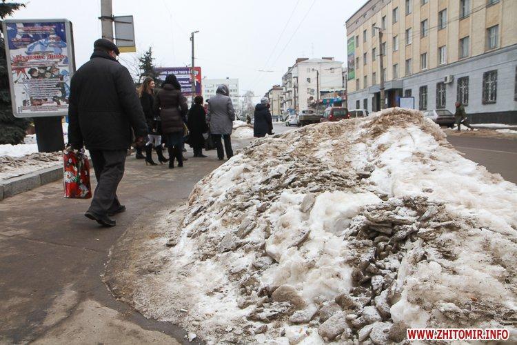 mol moda 03 - Слизькі та неприбрані зупинки громадського транспорту в Житомирі. Фоторепортаж