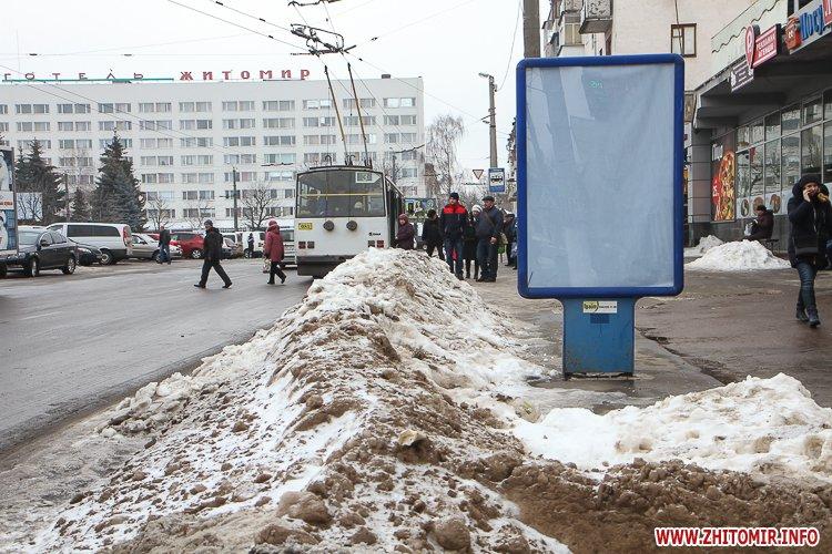mol moda 08 - Слизькі та неприбрані зупинки громадського транспорту в Житомирі. Фоторепортаж