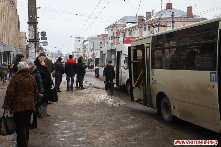 mol moda 13 - Слизькі та неприбрані зупинки громадського транспорту в Житомирі. Фоторепортаж