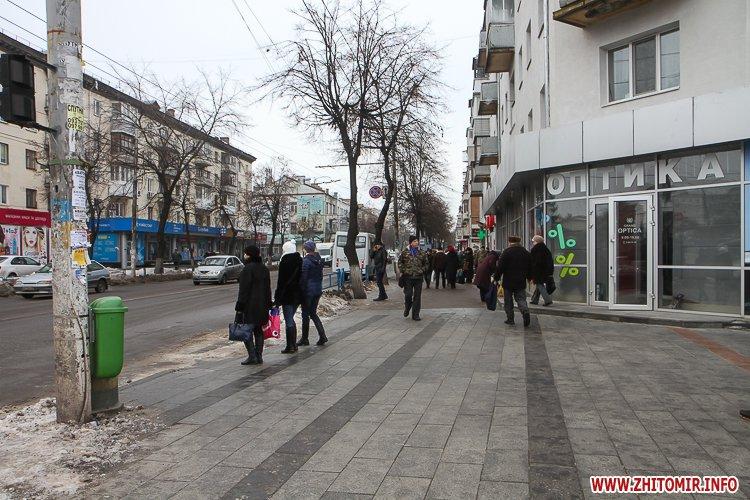 napr gum 7 - Слизькі та неприбрані зупинки громадського транспорту в Житомирі. Фоторепортаж