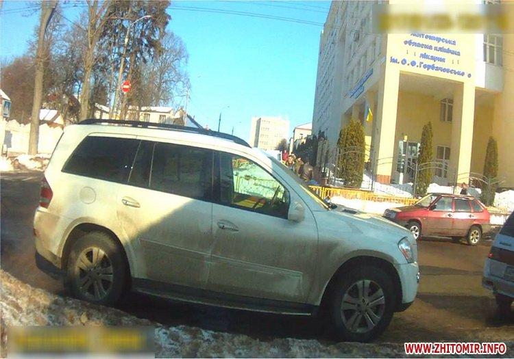 pArcu 1 - Житомирські копи склали протокол на водія авто, яке перекрило проїзд до шпиталю