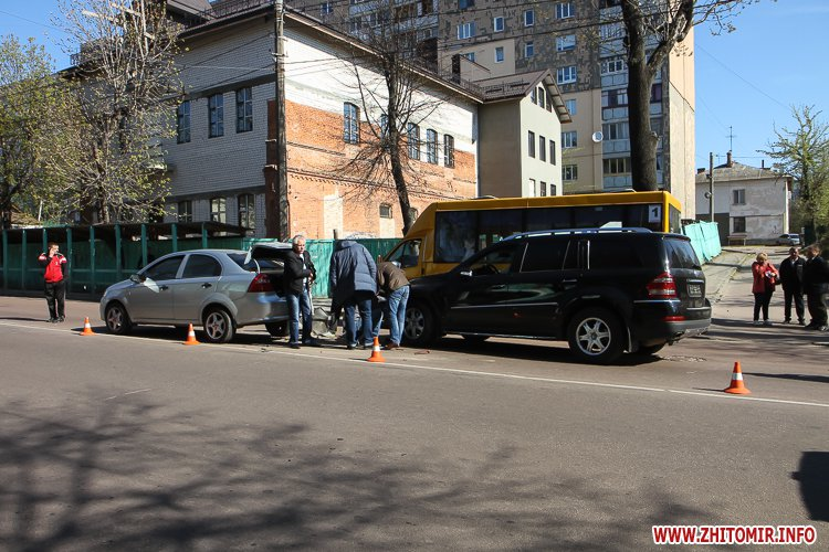 DTP boleyko 01 - На Великій Бердичівській у Житомирі не розминулися дві автівки