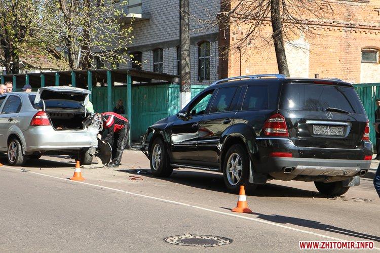 DTP boleyko 12 - На Великій Бердичівській у Житомирі не розминулися дві автівки
