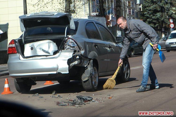 DTP boleyko 17 - На Великій Бердичівській у Житомирі не розминулися дві автівки