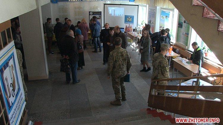 zYizd 02 - З'їзд творчої молоді у Житомирському військовому інституті: наукові розробки, виставка техніки та солдатська каша