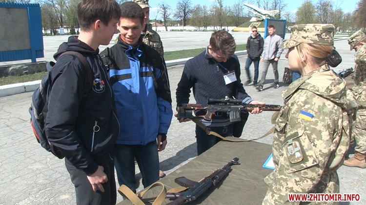 zYizd 10 - З'їзд творчої молоді у Житомирському військовому інституті: наукові розробки, виставка техніки та солдатська каша