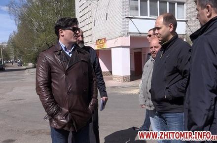 2017 04 12AnTipov pol 9 w440 h290 - Радник мера Житомира перевірив, як прибрали Польову від будівельного сміття, і пообіцяв повернутися ще