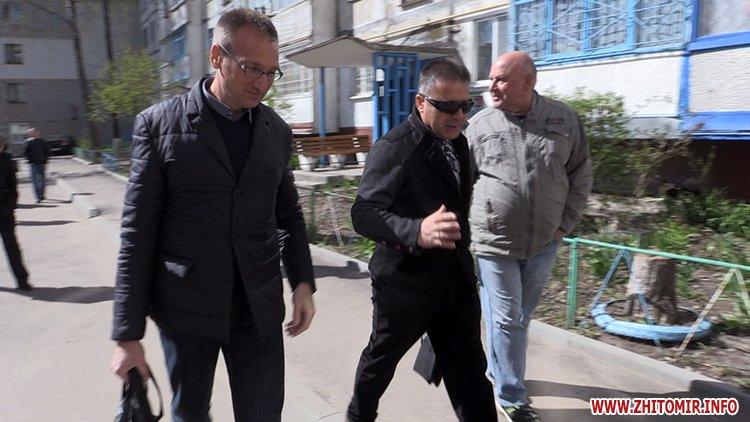 AnTipov pol 4 - Радник мера Житомира перевірив, як прибрали Польову від будівельного сміття, і пообіцяв повернутися ще