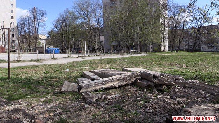 AnTipov pol 7 - Радник мера Житомира перевірив, як прибрали Польову від будівельного сміття, і пообіцяв повернутися ще