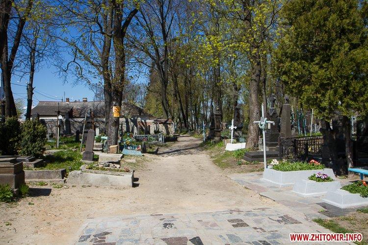 rys kladbize 02 - Руське кладовище у Житомирі перед поминальними днями. Фоторепортаж