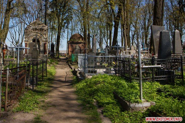 rys kladbize 03 - Руське кладовище у Житомирі перед поминальними днями. Фоторепортаж