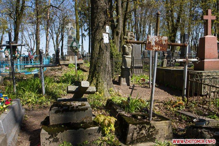 rys kladbize 04 - Руське кладовище у Житомирі перед поминальними днями. Фоторепортаж